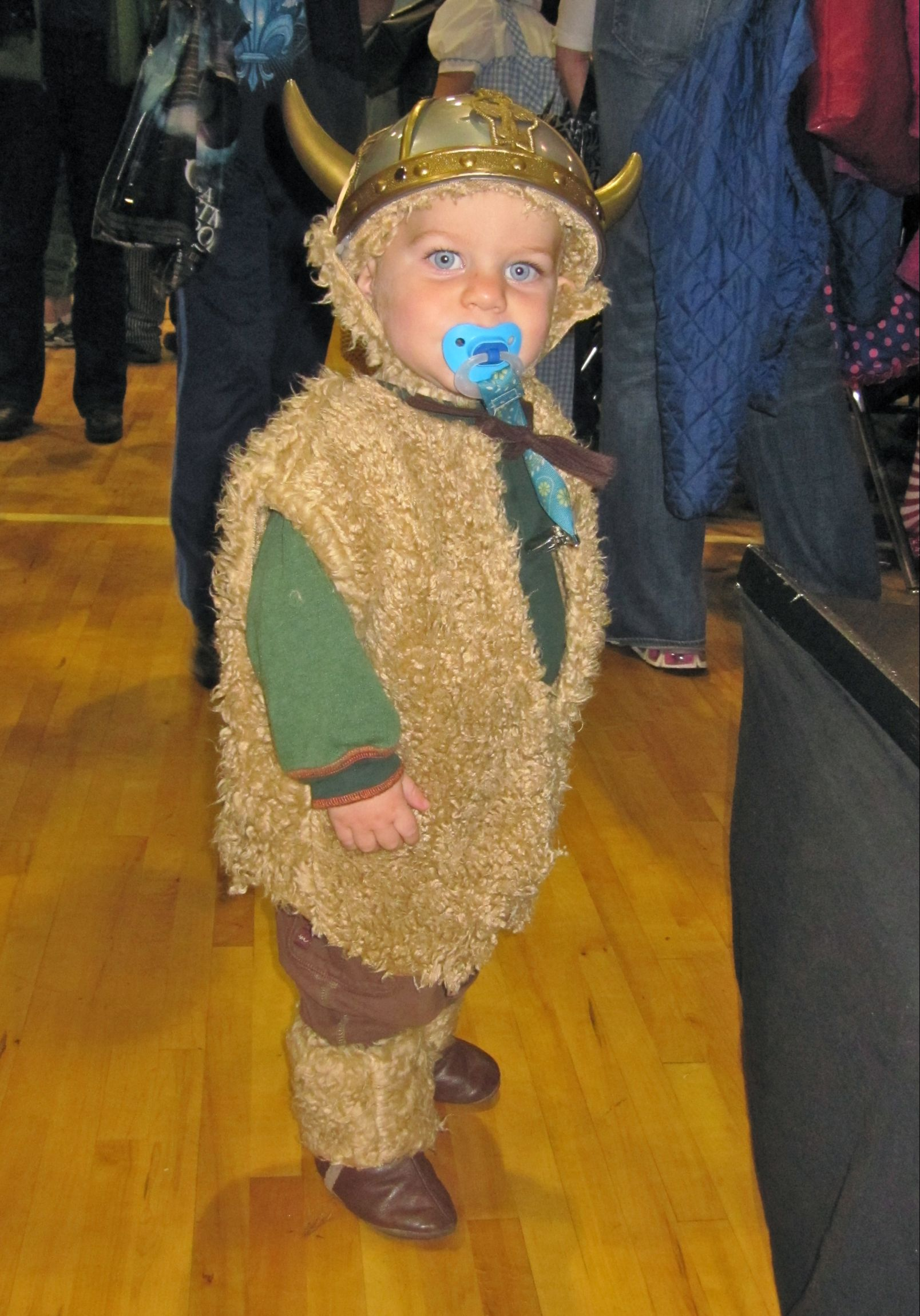 DIY Viking Costume  sc 1 st  Green Halloween & Green Halloween » viking 2